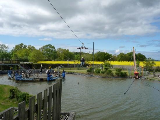 Rügenpark Gingst: Wasserkarussel, Seilbahn und Boot